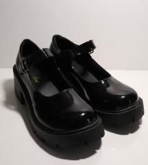 Baby doll crne lakirane cipele