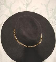 Crni šešir s poštarinom