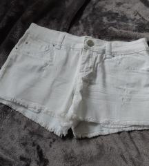 Bijele kratke hlačice