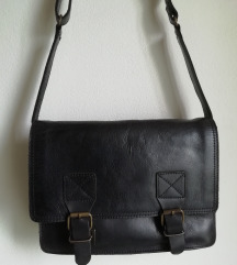 Crna kožna poštarska torba s PT