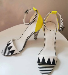 Predivne sandale s odgovarajućom torbicom