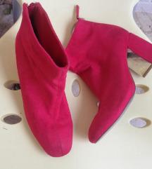 Stradivarius crvene cizme
