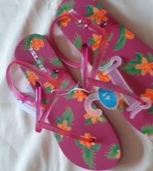 Nove gumene sandale 41