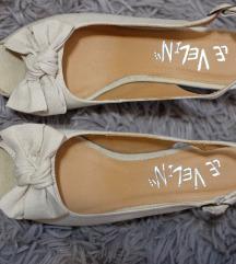 Nove beige sandale na punu petu na mašnice