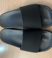 Crne adilette papuče