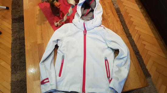 lijepa jakna vel 134