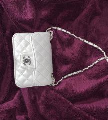 Bijela Chanel torbica