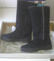 Crne tople ženske čizme br 38, prodajem