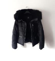 Crna pernata kratka jakna ZARA