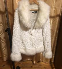 Bijela krznena jaknica