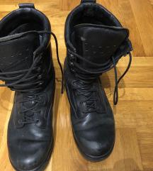 Crne kožne čizme vojničke