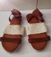 Flat sandale
