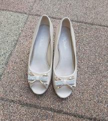 Bež sandale s mašnicama