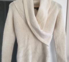 Bijeli vuneni džemper pulover S