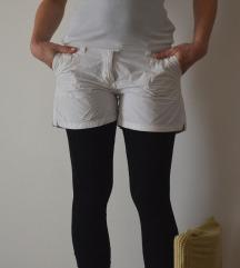 Bijele kratke tanke hlačice M/L