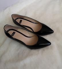 Bata crne cipele na petu / lakirane salonke