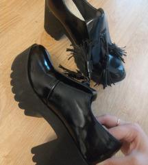 Cipele crne lakirane 36