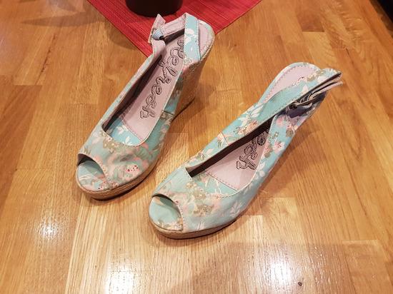 nove sandale vel 38