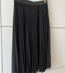 Plisirana crna suknja