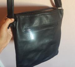 Nova najobičnija crna torbica