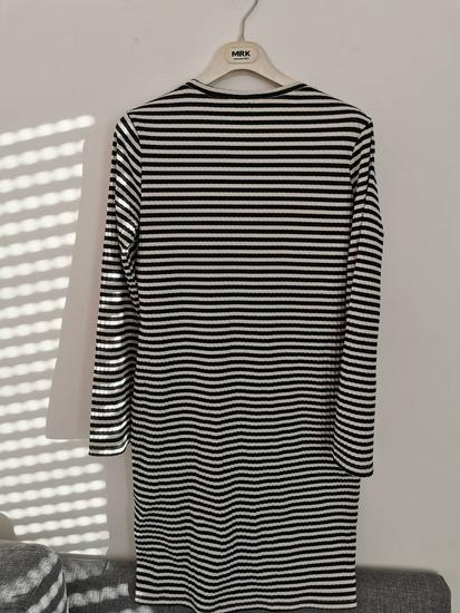 H&M prugasta haljina dugih rukava