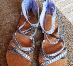 Sandale sa traperom i zakovicama