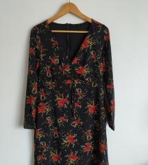 Crna haljina sa cvjetnim uzorkom