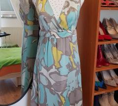 Svijetloplava svilena haljina s uzorkom