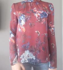 Stradivarius cvjetna bluza