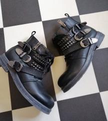 Čizme 38