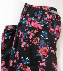 Duge hlače s cvjetnim printom