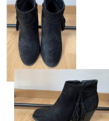 Crne čizme na petu