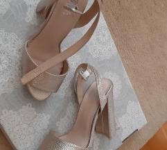 Zlatne sandale%