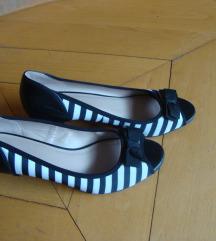 46. Prugaste cipele