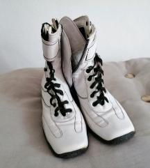 čizme bijele