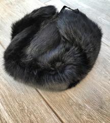 Crna krznena šubara