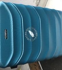 Novi Samsonite kofer (srednje velicine)
