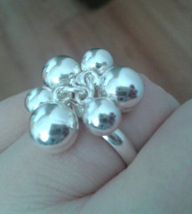 Srebrni prsten s kuglicama