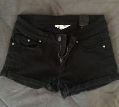 Crni shorts