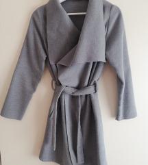 Sivi lagani kaput