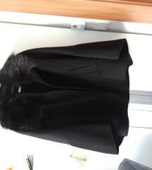 Nenošena pelerina s krznom Zara