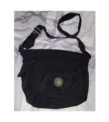Crna torba s puno pretinaca