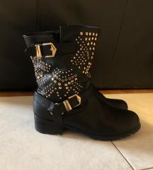 Crne čizme sa zakovicama