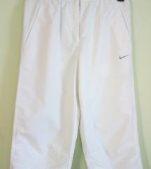 Nike bijele capri hlače *UKLJ. TISAK*
