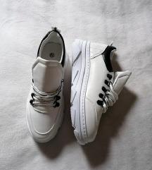 **》Bijele tenisice《