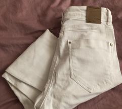 Bijele hlače (poderane), vel 32