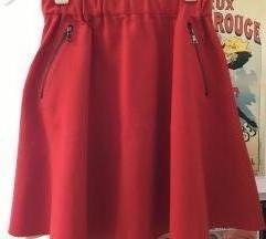 Crvena suknja sa puf efekteom