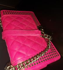 Roza torbica srednje veličine