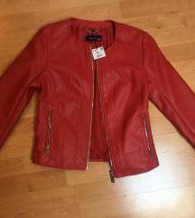 Nova crvena kožna jakna,